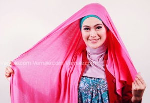 Cara Memakai Jilbab Persegi Pashmina1