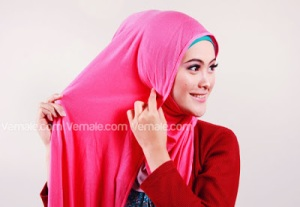 Cara Memakai Jilbab Persegi Pashmina3