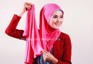 Cara Memakai Jilbab Persegi Pashmina4