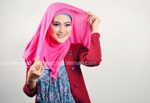 Cara Memakai Jilbab Persegi Pashmina5